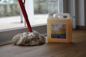 Wohngesunde Pflege für ökologische Böden mit Faxe Pflegemitteln